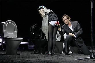 Сцена из спектакля «Карамазовы» в МХТ им. А.П. Чехова