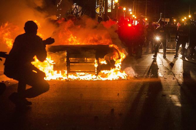 Протестующие на улицах Фергюсона