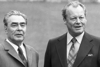 Генеральный секретарь ЦК КПСС Леонид Брежнев и канцлер ФРГ Вилли Брандт в Германии, 1973 год