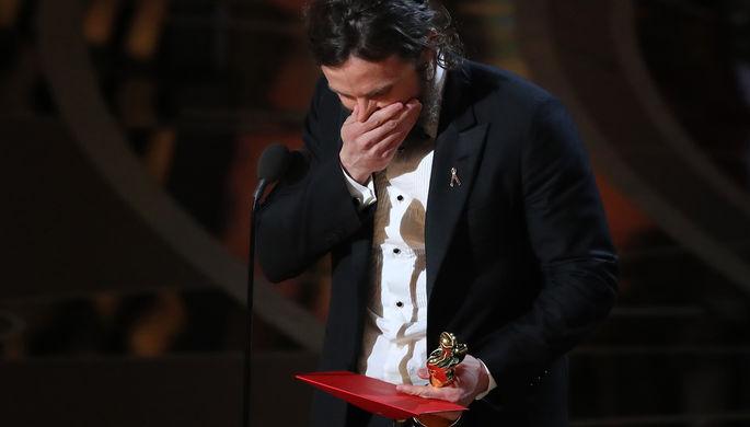 Кейси Аффлек получил «Оскар» как лучший актер за роль в фильме «Манчестер у...