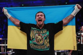 Украинский боксер Александр Усик после победы над британцем Тони Белью