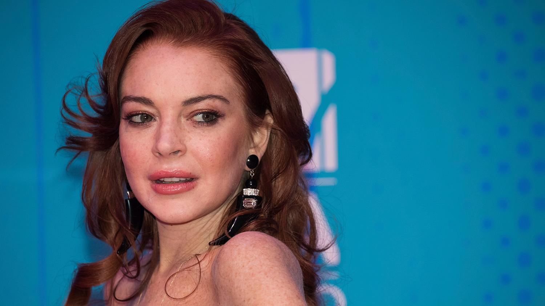 Актриса Линдси Лохан будет записывать голосовые сообщения на ...