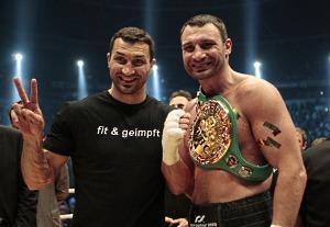 Братья Кличко после победы Виталия над Альбертом Сосновским