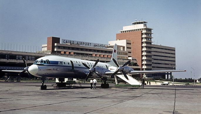 Самолет Ил-18 в аэропорту египетского Каира, 1965 год