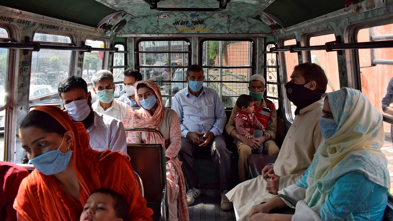 Сринагар хотын нийтийн тээврийн унаа.