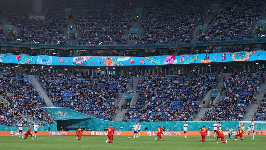 Польские фанаты освистали английских футболистов во время преклонения колена