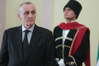 Президент частично признанной республики Абхазия Александр Анкваб во время инаугурации в Сухуме, 2011 год