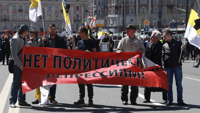 Участники митинга оппозиции на проспекте Академика Сахарова в Москве, 6 мая 2017 года