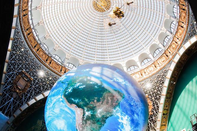 В реконструированном историческом павильоне «Космос» на ВДНХ, 13 апреля 2018 года