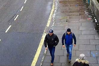 Обвиняемые в отравлении Сергея и Юлии Скрипалей Александр Петров и Руслан Боширов. Скриншот с камеры наблюдения на улице Солсбери, опубликованный полицией Лондона