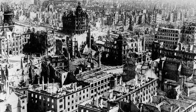 Город Дрезден после бомбардировок союзных войск, 1945 год