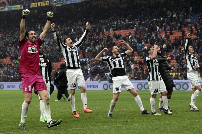 Игроки «Ювентуса» празднуют победу над «Интером»