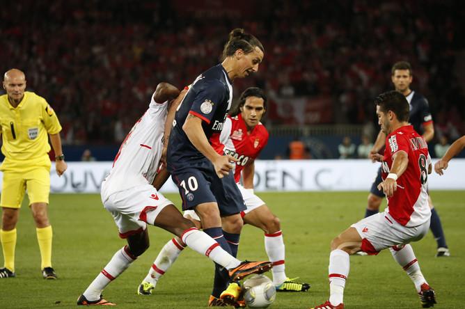 Златан Ибрагимович открыл счет в матче с «Монако»