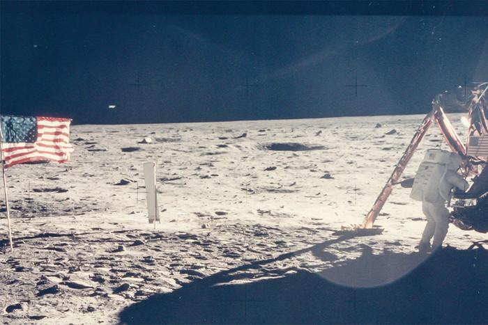 Единственный четкий фотоснимок Нила Армстронга — первого человека,