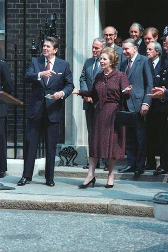 Президент США Рональд Рейган и премьер-министр Великобритании Маргарет Тэтчер во время встречи в Лондоне, 1982 год