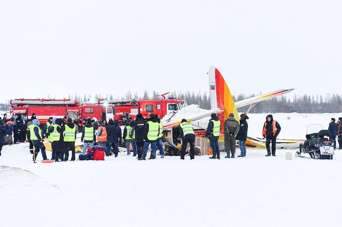 Последствия жесткой посадки самолета Ан-2 в аэропорту Нарьян-Мара, 19 декабря 2017 года