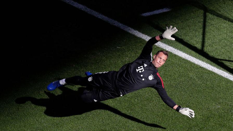 Трансфер Нойера обошелся «Баварии» в €22 млн. В то время он был вторым самым дорогим голкипером в истории после Джанлуиджи Буффона