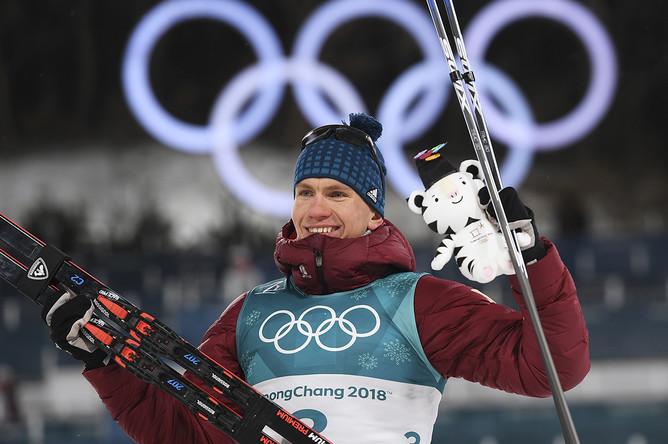Российский спортсмен Александр Большунов после финиша спринта среди мужчин в полуфинальных соревнованиях по лыжным гонкам на Олимпиаде в Пхенчхане, 13 февраля 2018 года