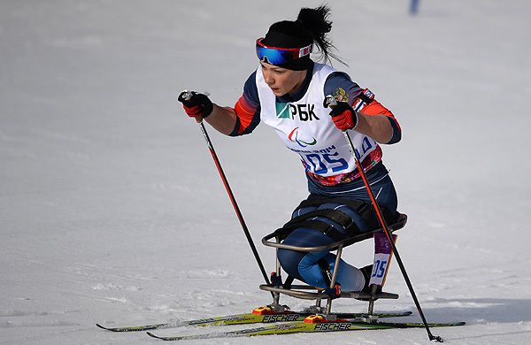 Российская лыжница и биатлонистка Михалина Лысова и ее спортсмен-ведущий Алексей Иванов получили золотые медали за победу в биатлоне на дистанции 12,5 км среди атлетов с нарушением зрения на Паралимпиаде-2018