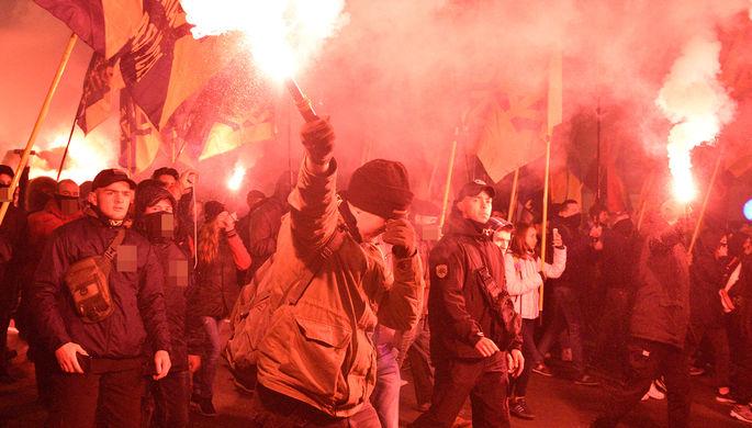 Несколько тысяч националистов проводят акцию в центре Киева