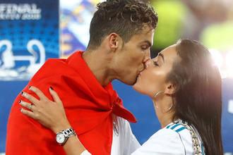 Криштиану Роналду и Джорджина Родригес после победы «Реал Мадрида» в финале Лиги чемпионов, 26 мая 2018 года