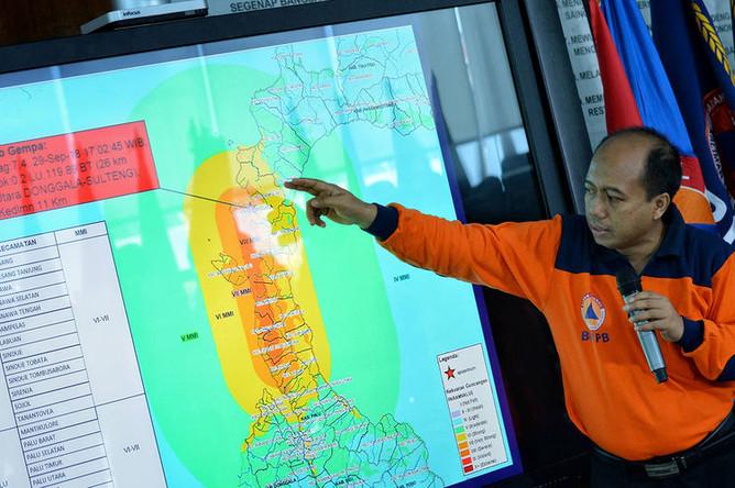 Пурво Нугрохо показывает последствия землетрясения и цунами в Сулавеси, Индонезия, 29 сентября 2018 года