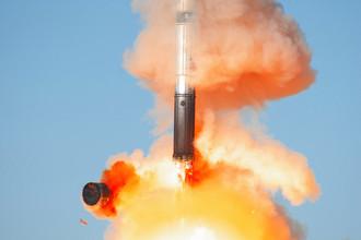 Ракета «Воевода» Р-36М2 , она же «Сатана» (классификация НАТО), — Р-36М2 «Воевода» — двухступенчатая жидкостная ракета шахтного базирования украинской разработки (КБ «Южное» Днепропетровск). На вооружении с 1988 года. Дальность стрельбы — до 15 тыс. км. У ракеты 10 боевых блоков индивидуального наведения. На смену «Воеводе» уже разработана еще более грозная ракета тяжелого класса «Сармат». Испытания нового российского стратегического ракетного комплекса «Сармат» проведут на космодроме Плесецк. Новая ракета, созданная на российских предприятиях, получит новое боевое оснащение и перспективные средства преодоления ПРО противника. Серийные поставки МБР «Сармат» планируется начать в 2018–2019 годах.