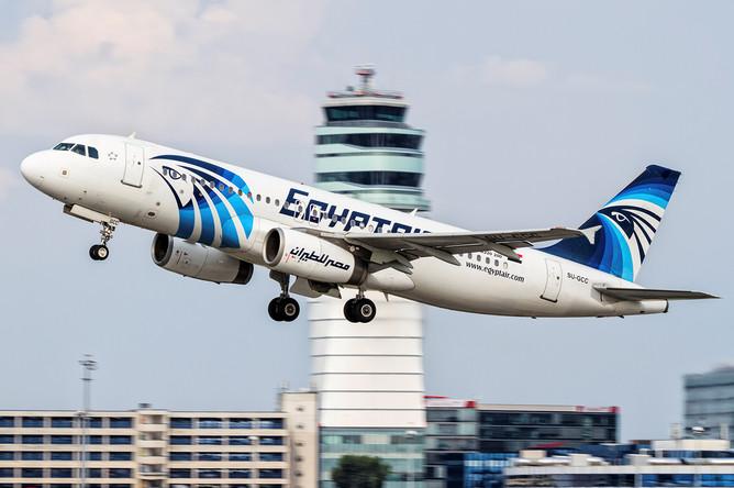Самолет Airbus 320 авиакомпании EgyptAir, вылетевший из Парижа в Каир, потерпел крушение в Средиземном море 19 мая 2016 года. Фото сделано 21 августа 2015 года