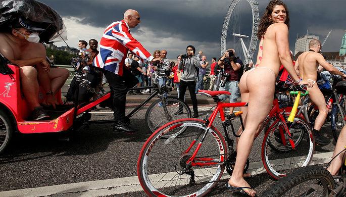 Naked Bike Ride-2016 в Лондоне