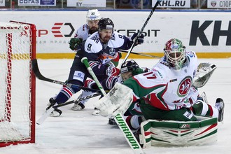 Игровой момент матча «Металлург» — «Ак Барс»