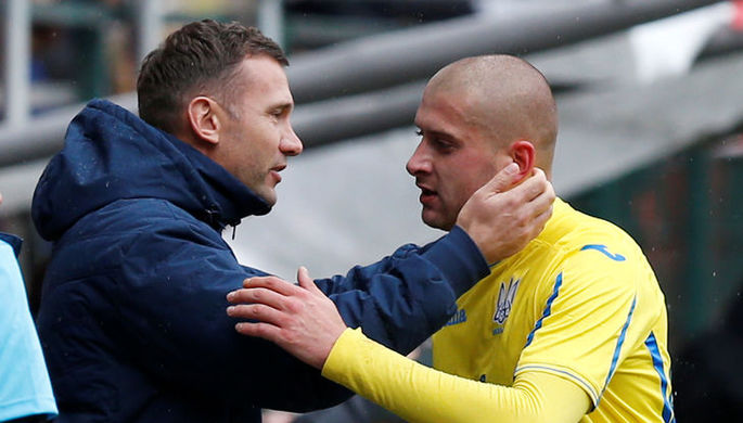 Главный тренер сборной Украины Андрей Шевченко (слева) и Ярослав Ракицкий