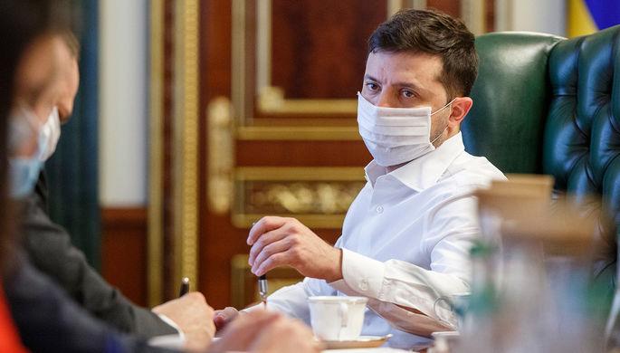 Президент Украины Владимир Зеленский во время обсуждения с чиновниками ситуации с коронавирусом, апрель 2020 года