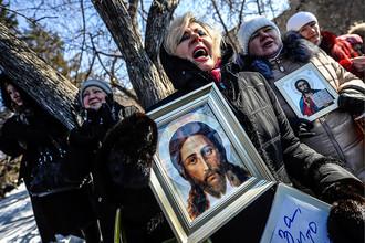 Молитвенное стояние и митинг «Защитим святыни – спасем Россию!» в Новосибирске