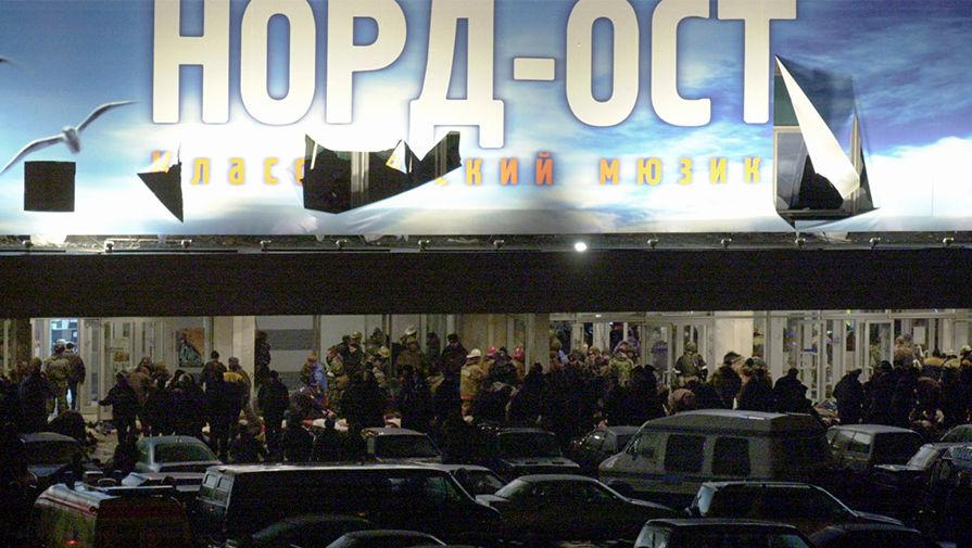 УТеатрального центра наДубровке, 26 октября 2002 года