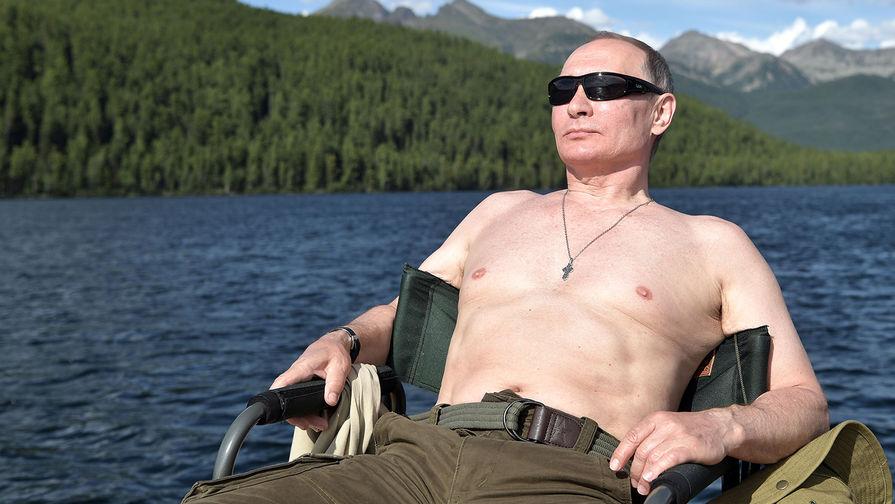 Президент России Владимир Путин во время рыбалки на озерах в Туве в первых числах августа 2017 года