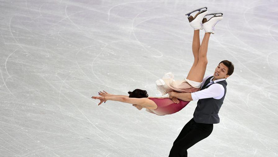 Российские фигуристы Екатерина Боброва и Дмитрий Соловьев в произвольной программе танцев на льду на Олимпийских играх — 2018