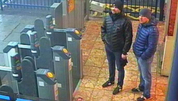 Обвиняемые в отравлении Сергея и Юлии Скрипалей Александр Петров и Руслан Боширов. Скриншот с камеры наблюдения на станции Солсбери, опубликованный полицией Лондона