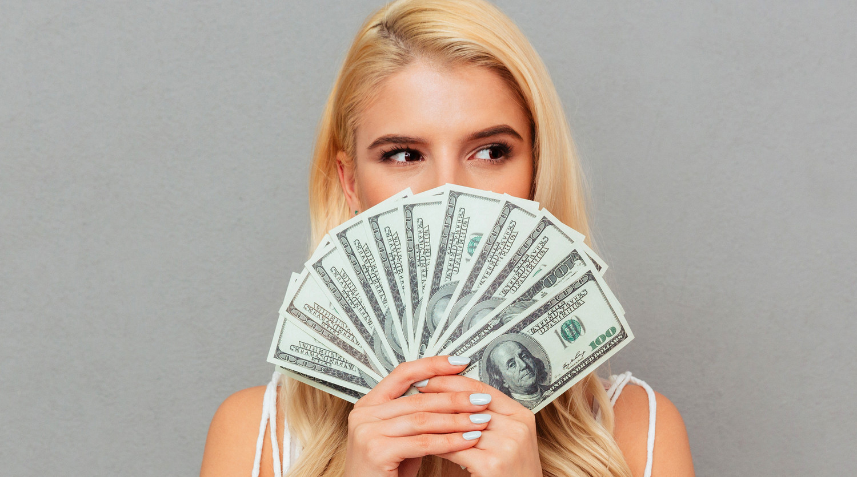 Девки угождают богатому ухажеру