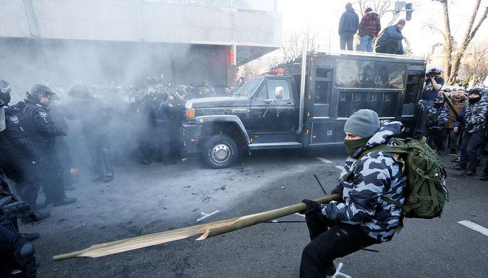 Столкновения сотрудников полиции и протестующих около здания Верховной рады Украины в Киеве, 17 декабря 2019 года