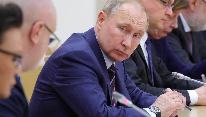 Президент России Владимир Путин в Ново-Огарево на встрече с членами рабочей группы по подготовке предложений о внесении поправок в Конституцию РФ, 16 января 2020 года