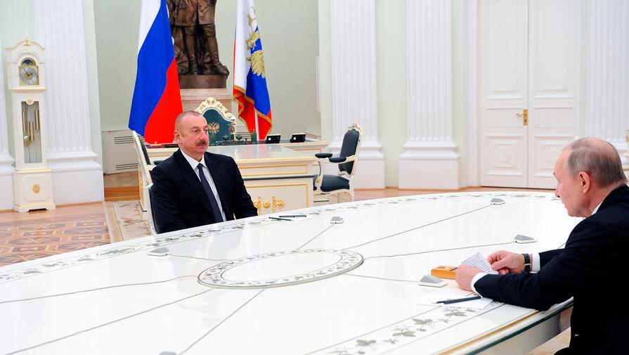 Президент Азербайджана Ильхам Алиев и президент России Владимир Путин во время трехсторонних переговоров по поводу ситуации в Нагорном Карабахе, 11 января 2021 года