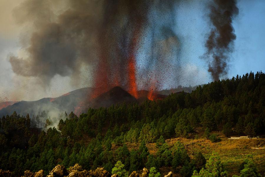На Канарских островах проснулся вулкан