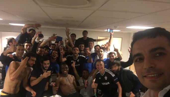 Футболисты «Карабаха» сфотографировались в раздевалке после исторической победы по сумме двух матчей над «Копенгагеном»