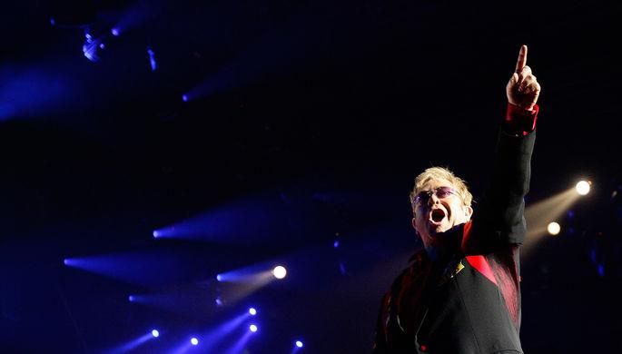 Элтон Джон отменил два концерта ради свадьбы Меган Маркл и принца Гарри
