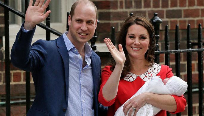 Кейт и Уильям с новорожденным сыном у больницы Сент-Мэри, 23 апреля 2018 год