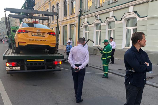 В центре Москвы водитель такси въехал в толпу пешеходов, 16 июня 2018 года