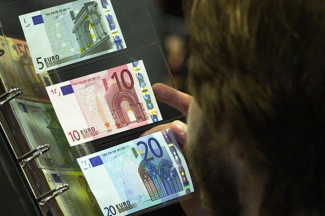 Ранняя презентация банкнот евро в Варшаве, 2001 год