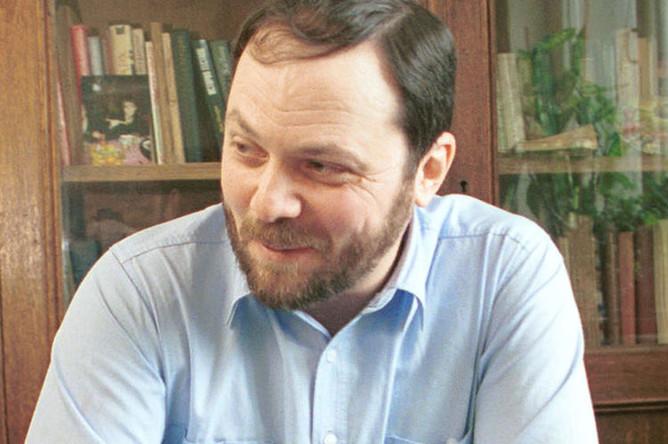 Телеведущий информационной службы Владимир Кара-Мурза у себя дома, 2001 год