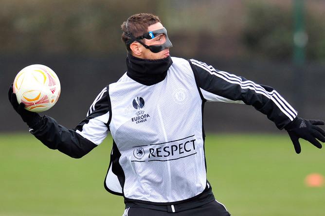 Фернандо Торрес в последних матчах предстает перед зрителями в устрашающей маске.