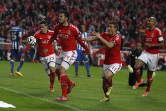 Игроки «Бенфики» Родриго и Эсекьель Гарай (первый и второй слева) могут перейти в «Зенит» и присоединиться к своему бывшему одноклубнику по португальскому клубу Акселю Витселю